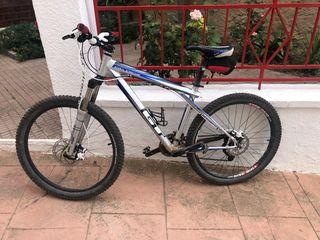 Bicicleta MTB GT Avalanche 4.0