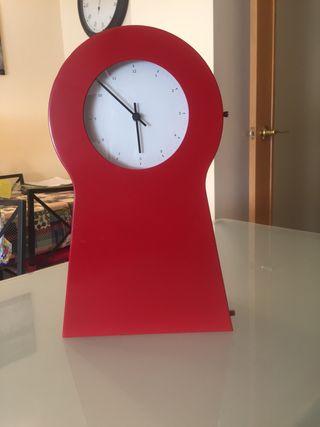 Reloj rojo grande ikea