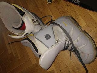 Tabla de snowboard, fijaciones y botas