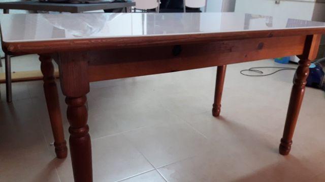 Mesa de comedor provenzal con cristal