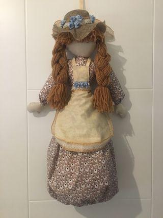 Muñeca para guarda-bolsas realizada a mano