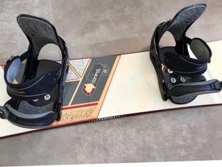 Tabla snowboard Ride con fijaciones BURTON.