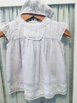 Vestido bebé color celeste con bordados.