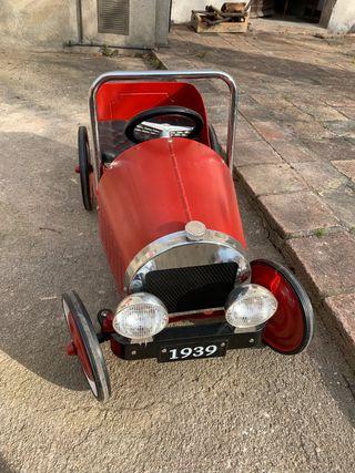 Coche de pedales antiguo rojo