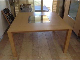 Mesa de comedor de diseño con sillas