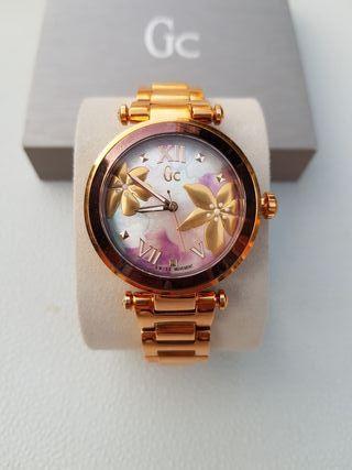 Reloj suizo de mujer, bañado en oro, marca Guess
