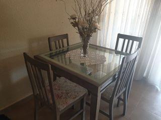 Mesa extensible de cristal,I cuatro sillas