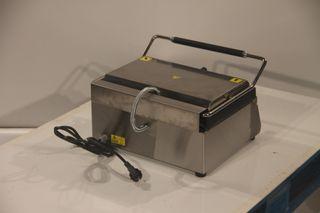 Grill eléctrico simple grande 40x34x20 cm