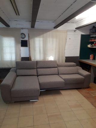 Sofá chaise longue.