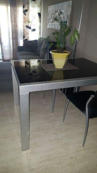 mesa sofá y sillas