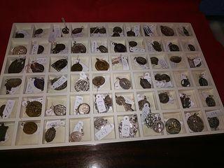 tenemos cientos de medallas religiosas
