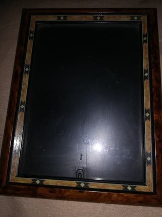 marco sobre mesa