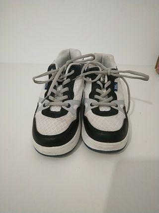 zapatillas con ruedas XTI