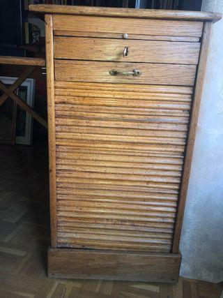 Escritorio con armario de persiana, antiguo