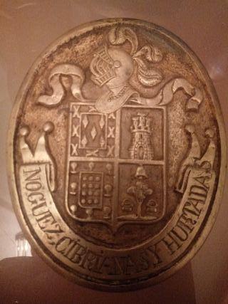 Antiguos emblemas de Bronce de escudo de Montaraz.
