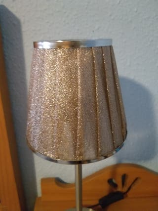 lámpara moderna plateada con pantalla