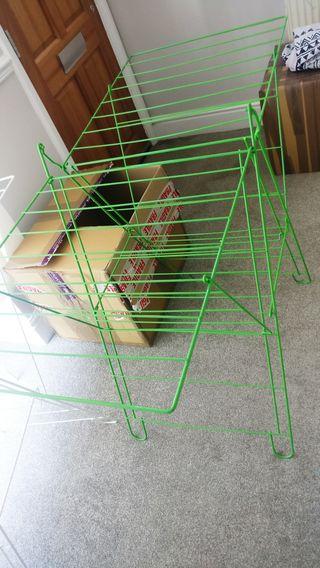 Folding clothesline