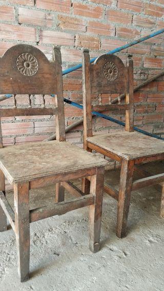 Par de sillas de Madera Buena