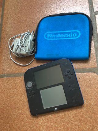 Nintendo 2DS con cargador i funda