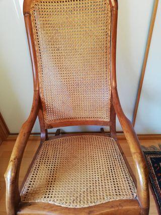 Mecedora vintage madera noble y rejilla