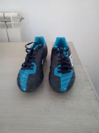 Botas de fútbol césped artificial, talla 42.