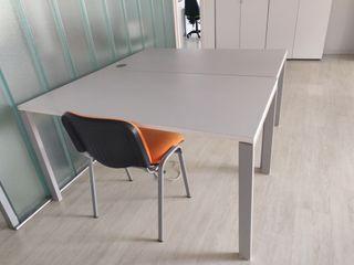 Mesas de oficina en blanco