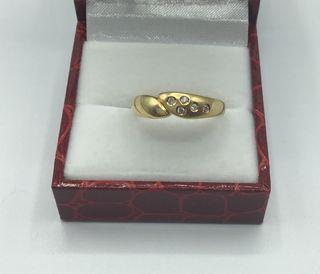 Anillo de oro de 18 kt con diamantes