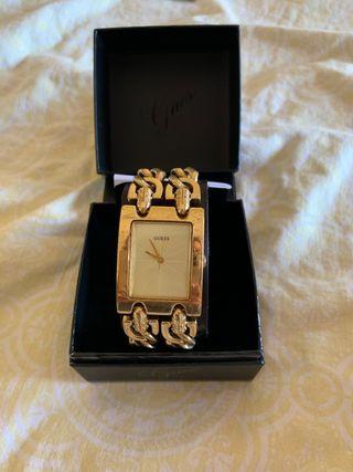 Reloj dorado Guess