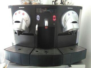 Cafetera Nespresso Pro. en buen estado!