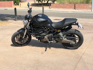 Ducati Monster 821 Dark A2