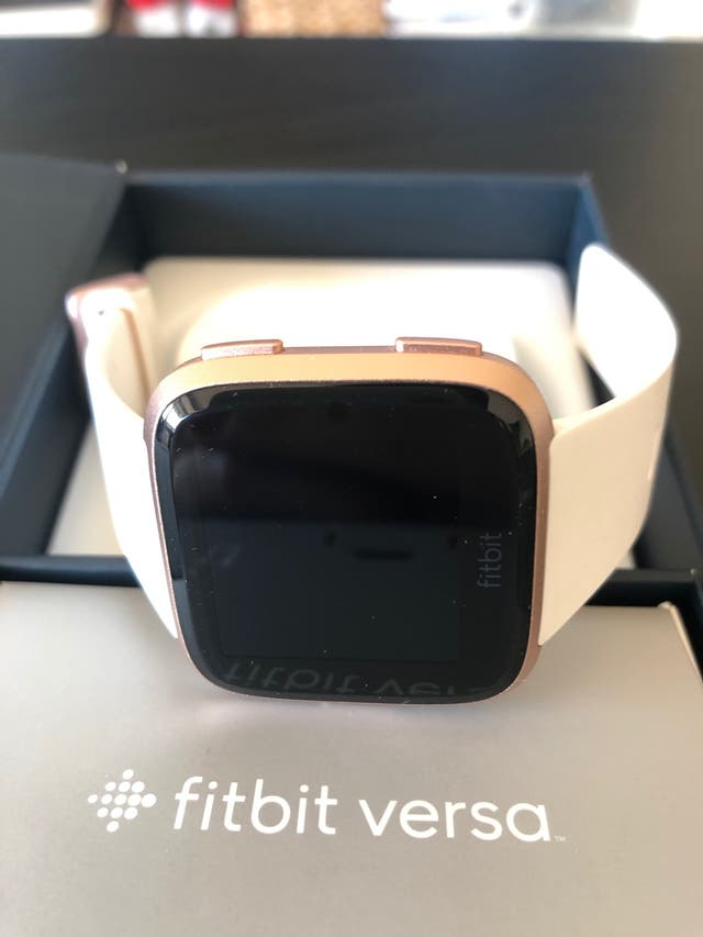 Smartwatch fitbit versa blanco