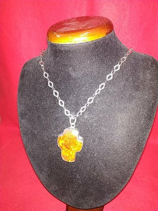 cadena de plata antigua y cruz de ambar