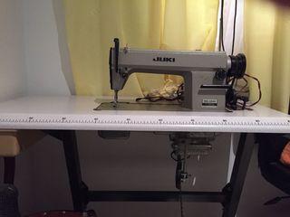 Maquina de coser industrial Juki con pata plana