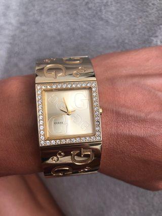 Reloj acero dorado Guess