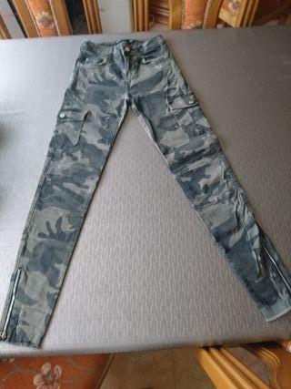 Pantalón de chica talla 34 de Bershka