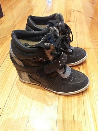 Zapatos Chikaio con cuña