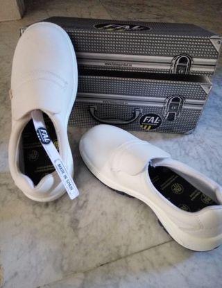 """Zapatos de seguridad """"39"""" SIN ESTRENAR"""