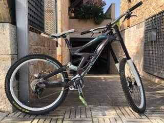 Bicicleta Downhill Scott Gambler