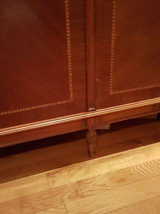 Armario de marqueteria y madera noble