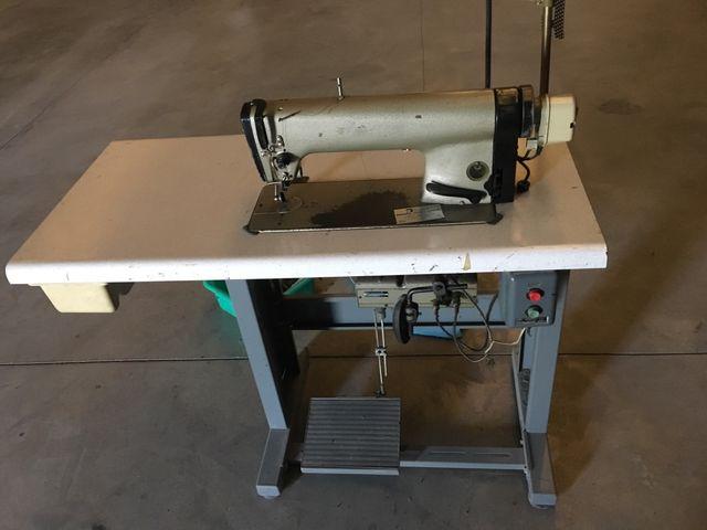 Máquina de coser y corta hilos