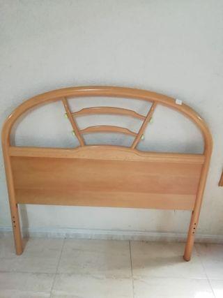 Cabecero de madera.