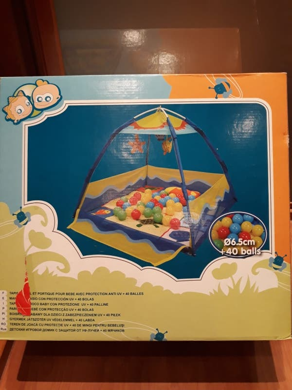 Parque infantil de bolas cerrado para bebes