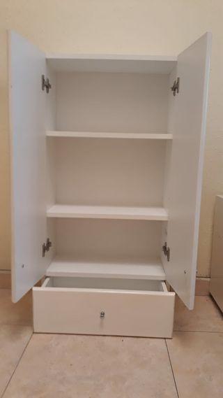 armario blanco pequeño