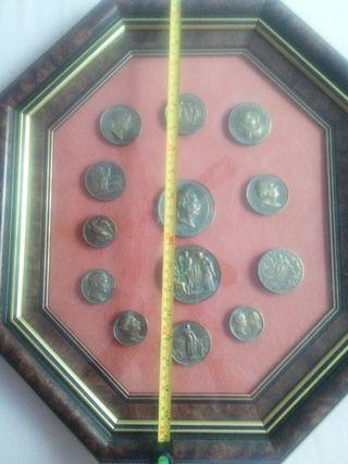 cuadro expositor de 13 replicas de medallones