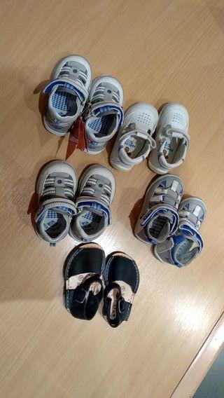 Conjunto de sandalias de niño número 20.