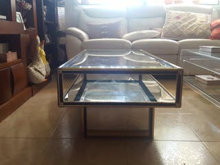 mesa baja de salón con espejos en la parte inferuo