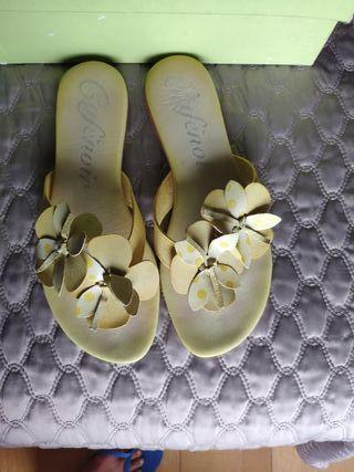 sandalia plana amarilla 39 con margarita