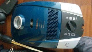 Aspirador Miele Compact C2