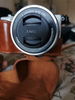 cámara híbrida Sony alpha 5000 más extras