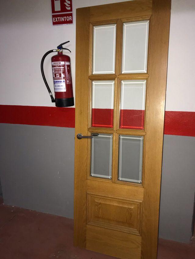 Puerta de madera con pomo